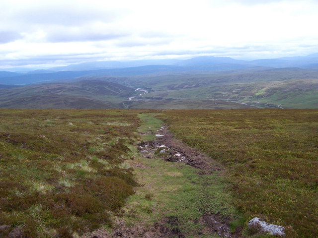 The path down the south-west shoulder of Beinn Dearg
