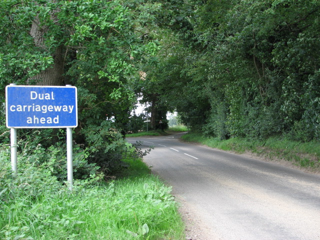 Approach to dual carriageway