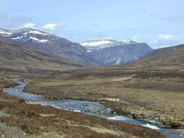 Approaching the hills along the Dee
