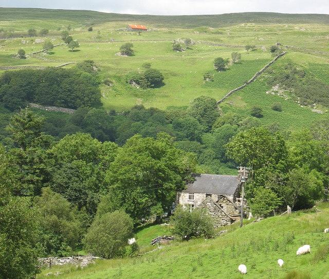 The descent towards Tyddyn-mawr