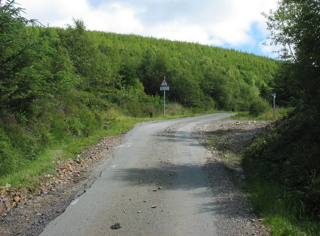 The junction of the Bedd y Coedwr road and the new cycle route to Y Ganllwyd