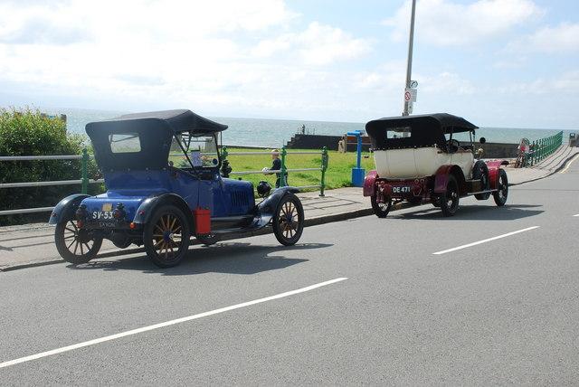 Hen geir yng Nghricieth - Vintage cars in Criccieth
