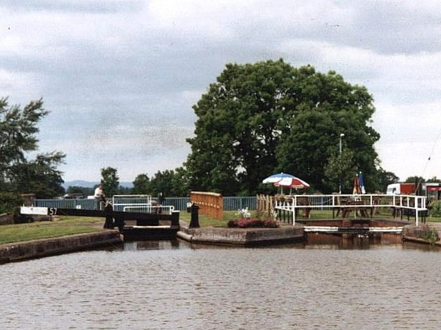 2002 : Lock 57 - Trent & Mersey Canal