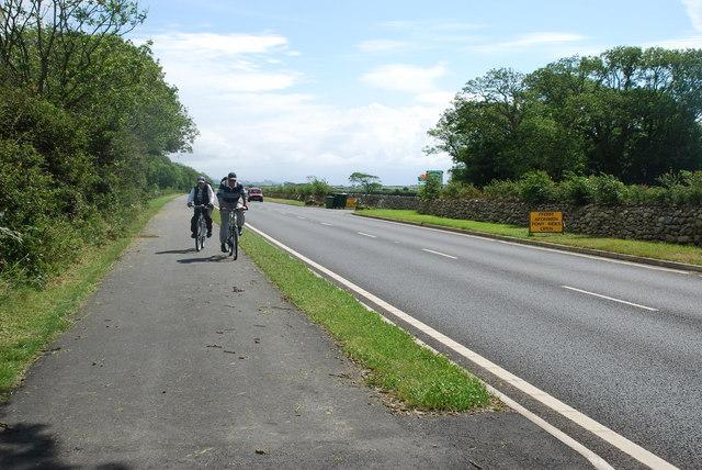 A497 newydd a llwybr beicio - New A497 and cycle track