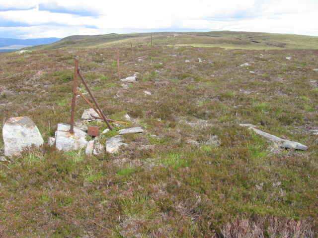 Corner of old fence towards Meall Breac