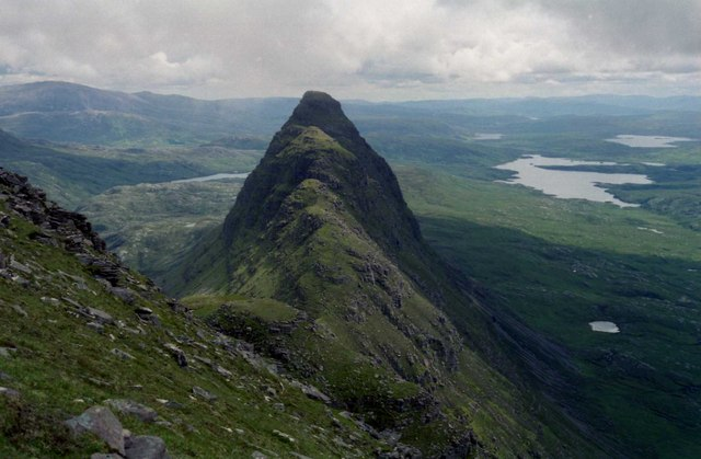 Suilven, looking past Meall Meadhonach to Cam Loch