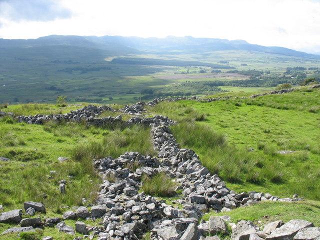 Abandoned sheepfold on the Tyddyn-du path