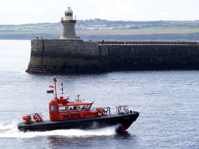 Pilot boat entering the Tyne.