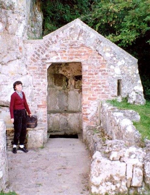 Ffynnon Seiriol / St Seiriol's Well