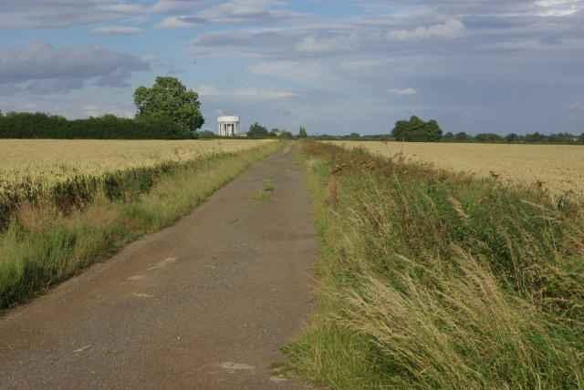 Track towards Middleton Lodge Farm
