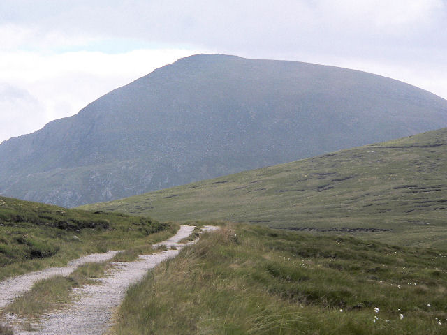 Track west of Sgribhis-bheinn