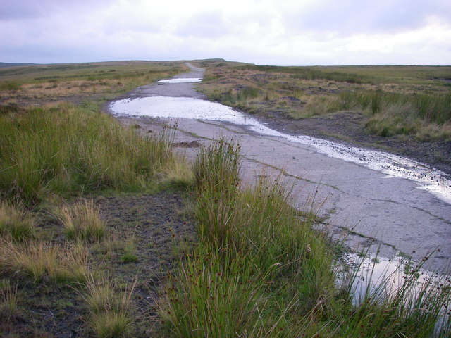 Ridge track on Cefn Garnyrerw
