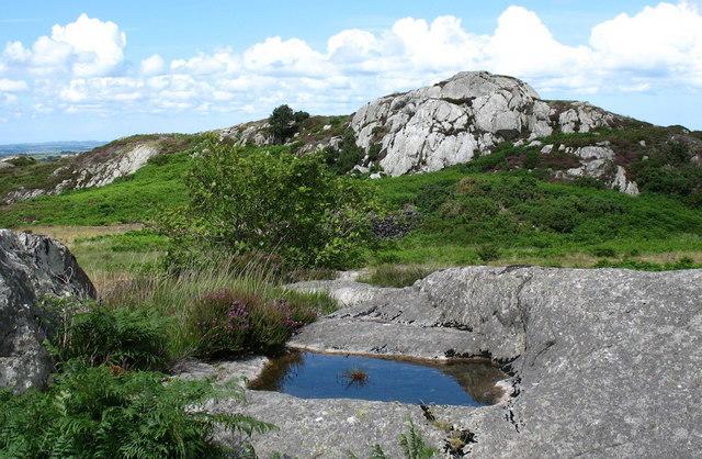 Rock outcrops above Pen-gilfach