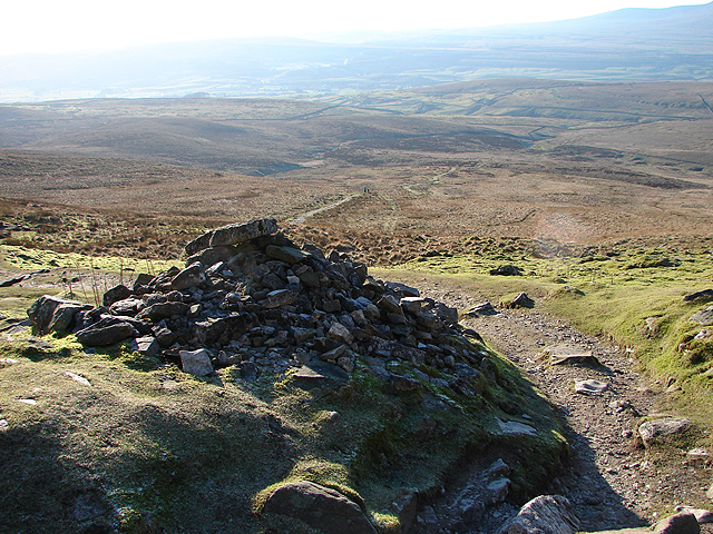 Cairn on the ascent to Pen-y-ghent