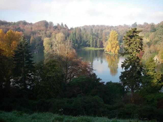 Autumn colours on the lake