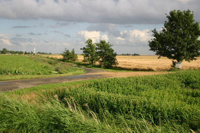 Road over to Dovehouse Farm off Hollow Lane