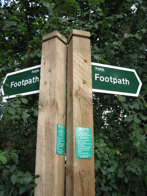 Footpath fork: left to Dodnash Wood, right to East End