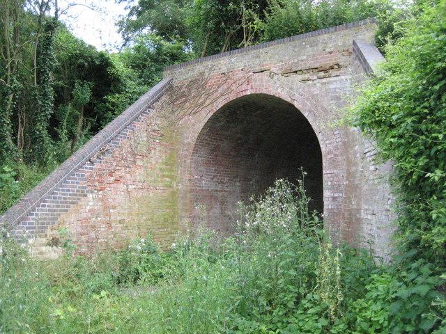 Disused railway bridge over footpath