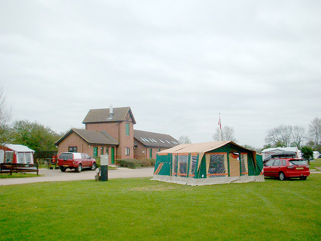 Camping and Caravanning Club site - St Neots