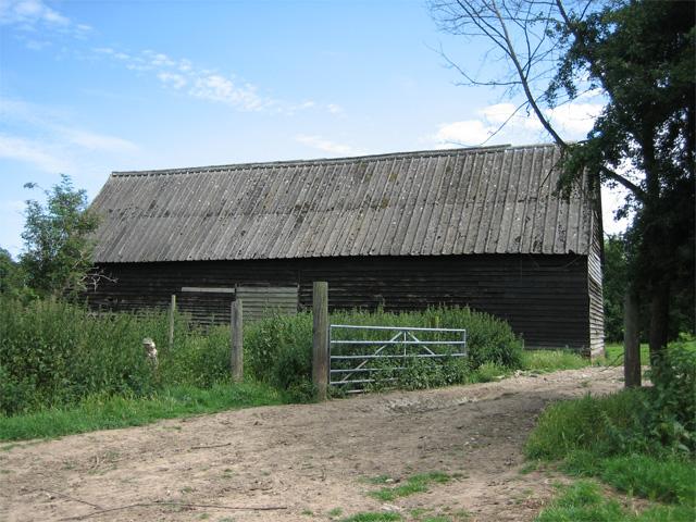 Isolated barn near Rookery Wood