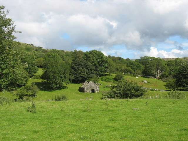 Roofless barn at Cae Lleucu