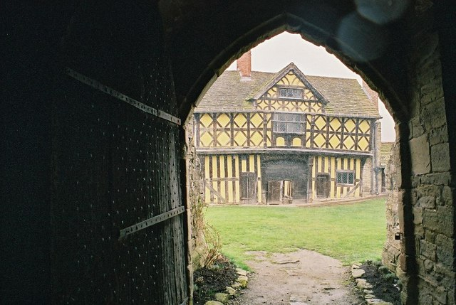 Stokesay Castle: as it started snowing