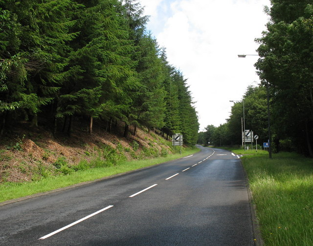 The A 470 at the northern end of Y Ganllwyd.