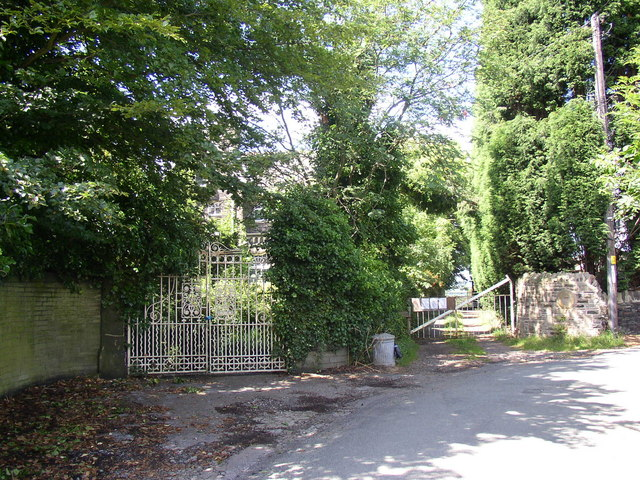 Gates on Thornhills Lane, Clifton