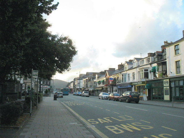 Porthmadog's High Street in the late evening