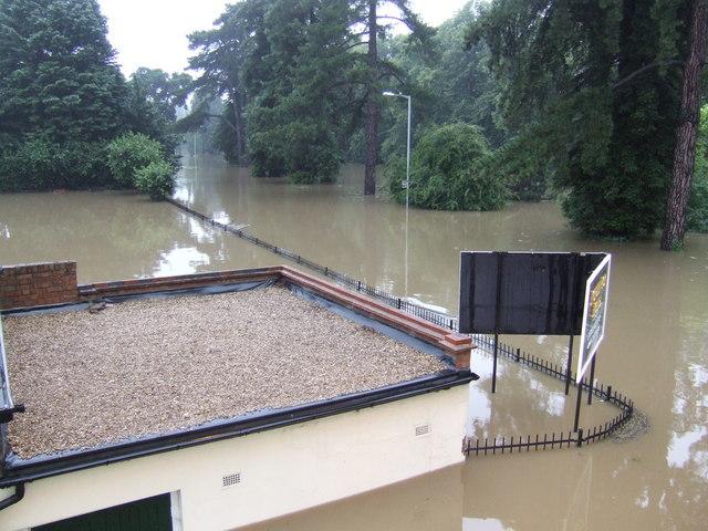 Evesham Waterside; 5.51am 21st July 2007