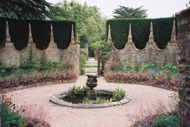 Athelhampton House: gardens