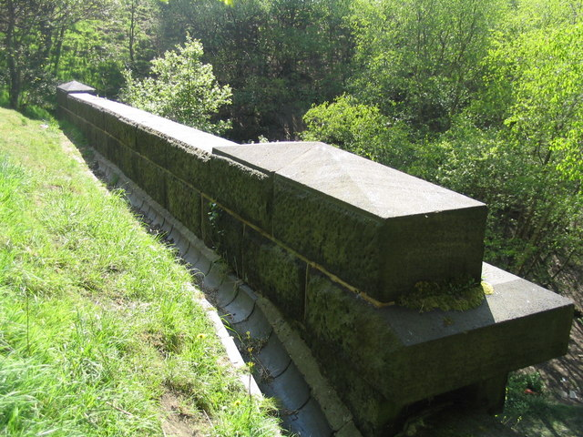 The parapet of Gomersal Tunnel Portal