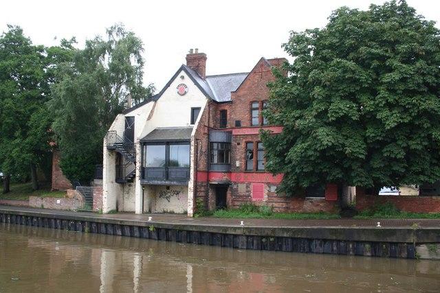 Kelly's Riverside Tavern
