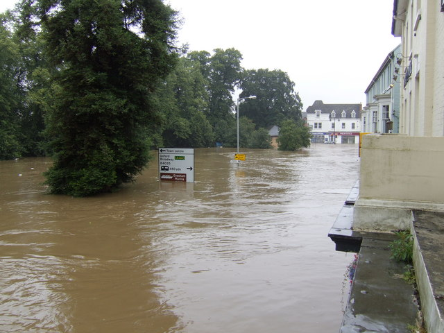 Evesham Waterside; high point of the flood of July 2007