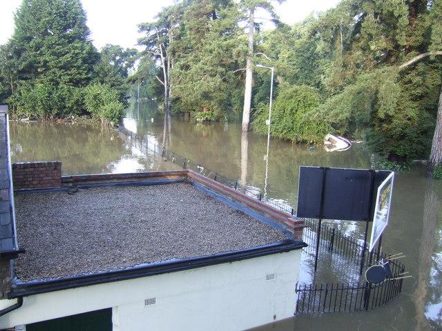 Evesham Waterside; 7.04am 22nd July 2007