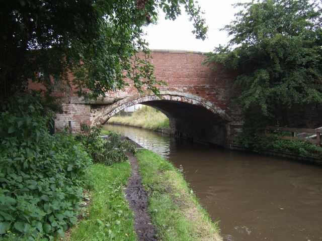 Bridge 71, Staffs & Worcs Canal