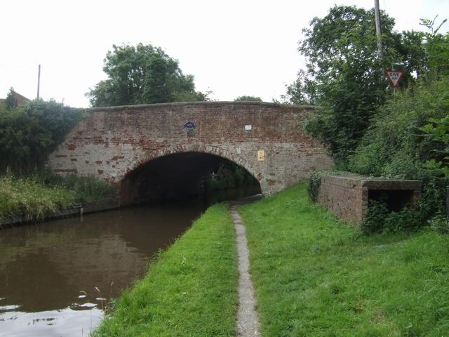 Bridge 71, Staffs & Worcs Canal