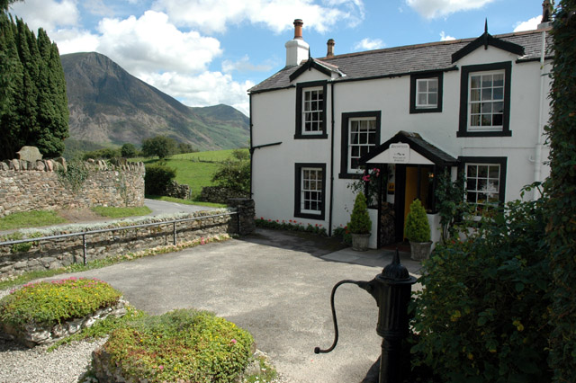 Kirkstile Inn with Grasmoor behind