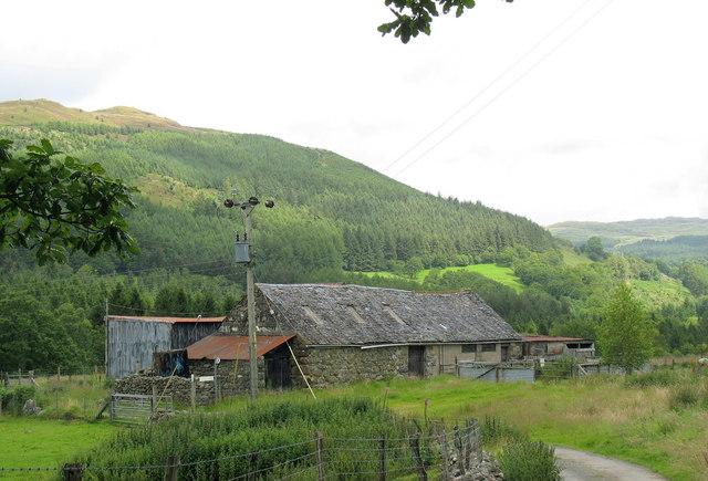 Derelict farm buildings at Dol-frwynog