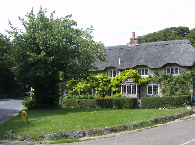 Thatched cottages at Shorwell village green