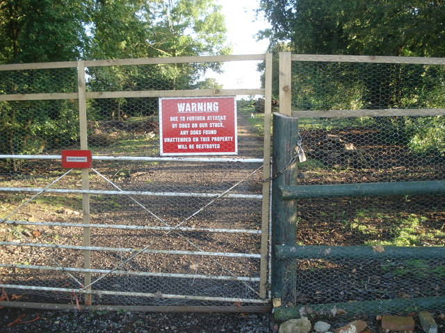 Daunting sign at Saleway Farm