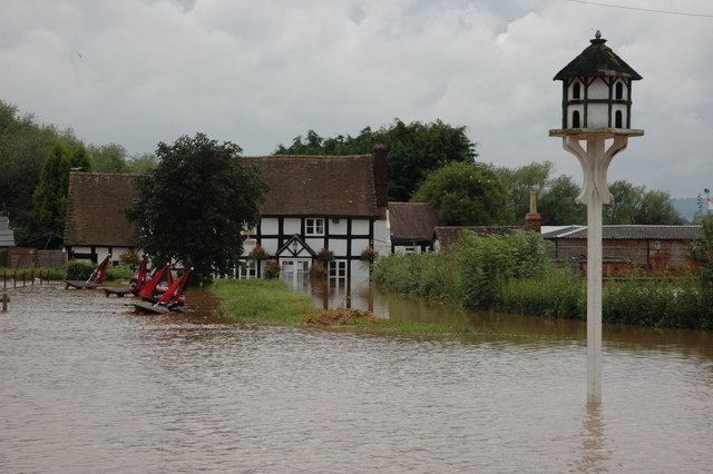 A flooded Rose and Crown at Severn Stoke