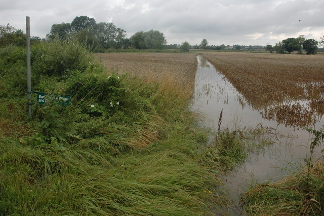 Flooded footpath to Earl's Croome