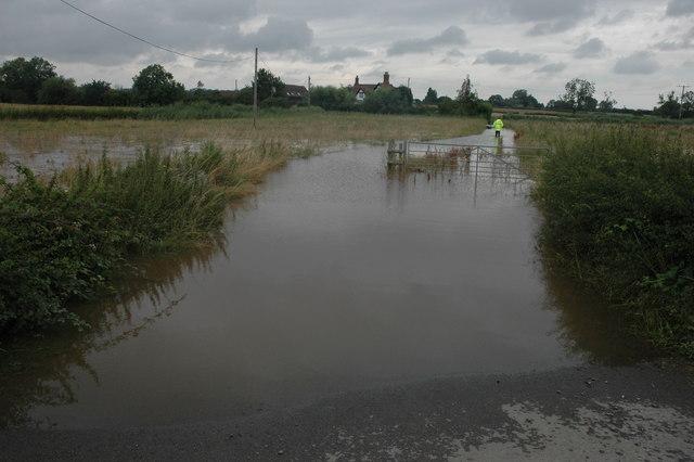 Flood waters around Moat Farm, Baughton
