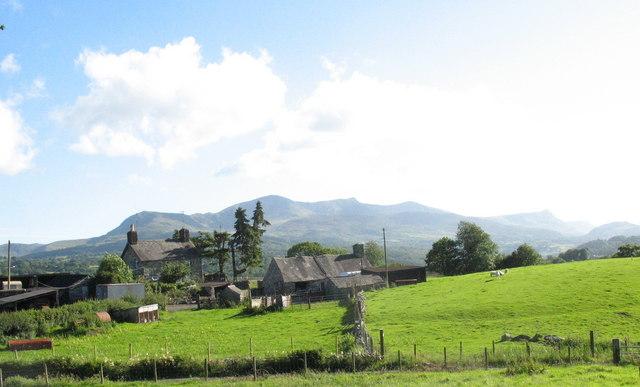 Rhedyn-cochion farmhouse framed against Cadair Idris mountain