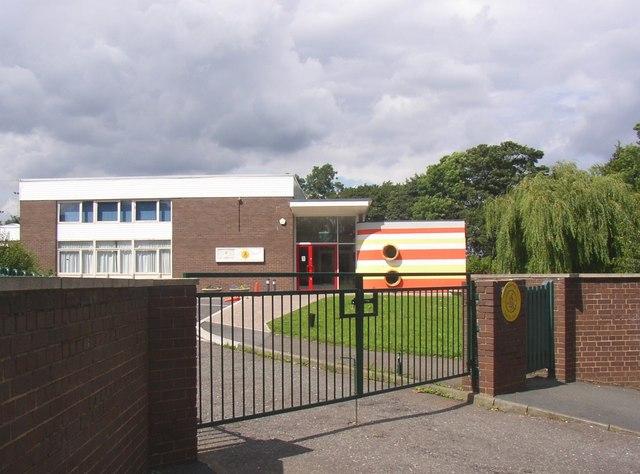 Castlefields Infants School, Field Top Road, Rastrick