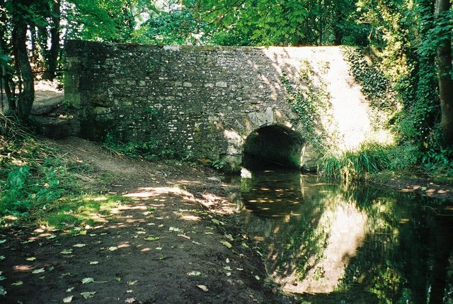Cerne Abbas: Kettle Bridge