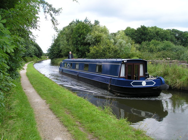 Narrow Boat crossing the Bollin Aqueduct.
