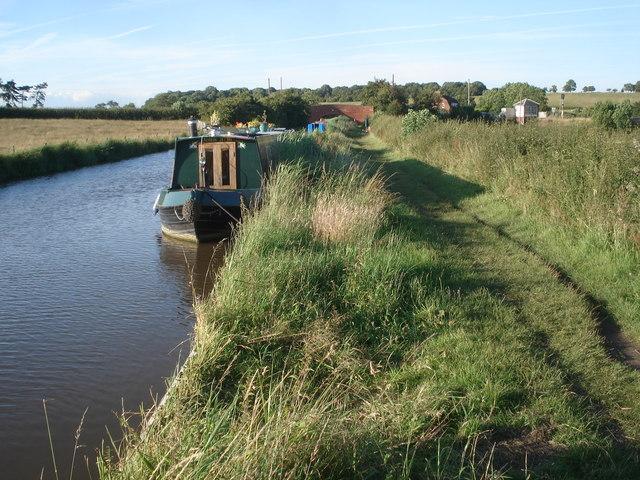 Narrowboats moored at Oddingley