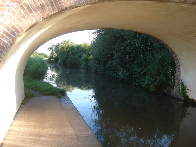 Canal Bridge between Oddingley and Dunhampstead